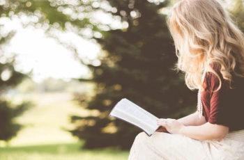 O que é biblioterapia? Veja como funciona a terapia através da leitura